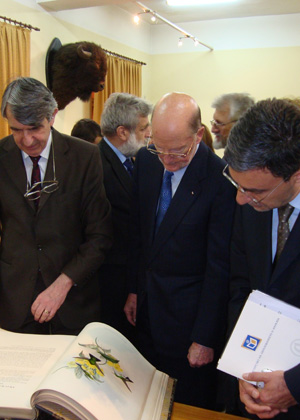 On 29 April 2009 NMSII Leader Simeon Saxe-Coburg-Gotha and Vice-Premier and Minister of Education and Science Daniel Valchev visited the National Museum of Natural History at the Bulgarian Academy of Sciences (c) NMNHS (2)