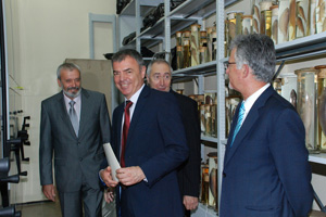 Prof. Sergei Ignatov and Prof. Eugene Nickolov visited the National Museum of Natural History (3) (c) M. Tsaneva